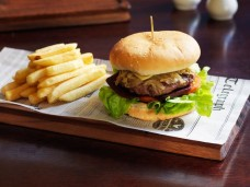 Rag-Famish-Hotel-North-Sydney-Bistro-Fish-Hamburger-800x600